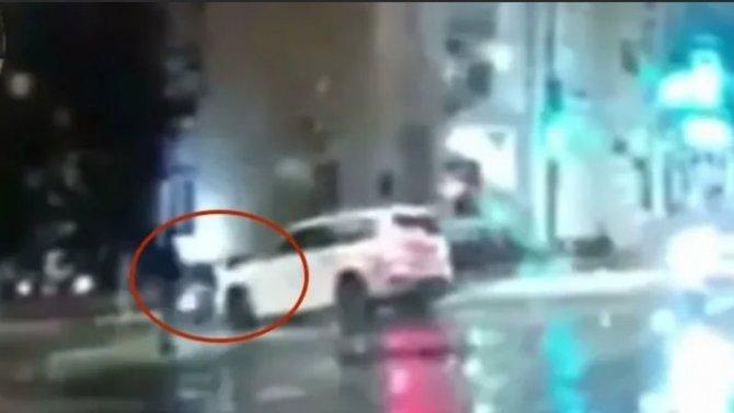 Водитель «мерса» вУльяновске сбил женщину ипопытался сбежать