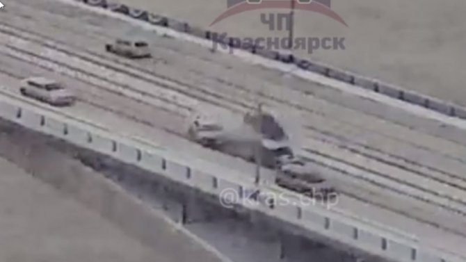 Авария наКоммунальном мосту вКрасноярске парализовала все движение
