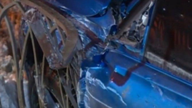 Водитель БМВ вКазани чудом остался жив ипрутья непроткнули его насквозь