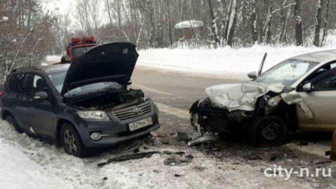 Неопытность 18-летнего водилы стала причиной аварии стремя пострадавшими
