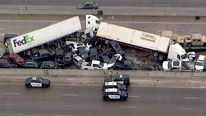 Словно фильм-катастрофа: в Техасе столкнулись около сотни машин