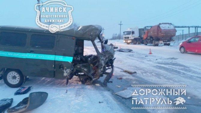 Авария сучастием УАЗа судмедэкспертизы вАчинске