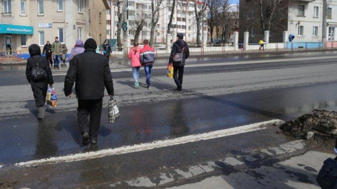 Напереходе вЧебоксарах маршрутка сшибла девушку иисчезла сместа ДТП