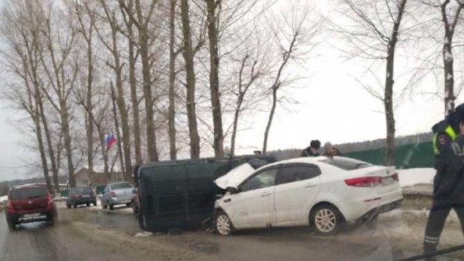 Авария вУльяновске, водители обоих автомобилей доставлены вбольницу