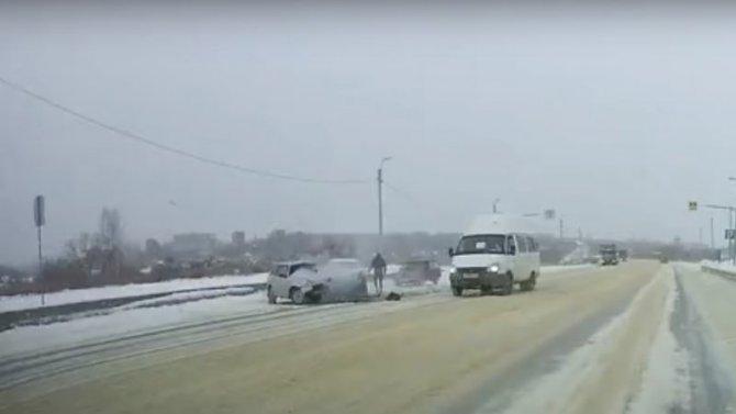 Что будет если ВАЗ наскользкой дороге разогнать до100 км/ч.?