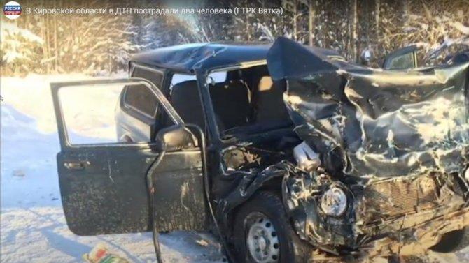 КамАЗ смял легковушку вКировской области, пострадали люди