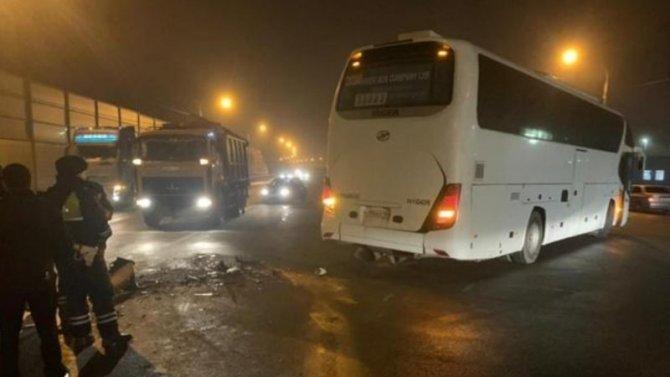 Подороге вгараж, водитель автобуса незабыл устроить аварию спопутным автомобилем