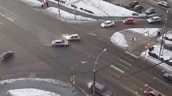 Улица Неделина, где часто случаются аварии, ничем неудивила: очередное ДТП