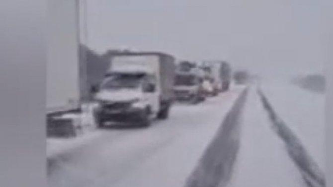 Спецрота ГИБДД отправлена вУярский район напомощь дальнобойщикам