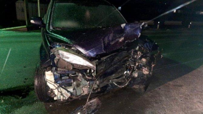Наскользкой дороге влобовухе сошлись две иномарки, пострадали люди