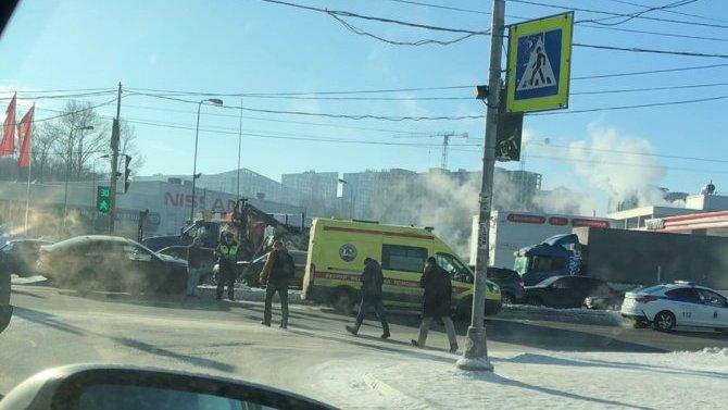 На Дунайском проспекте в Петербурге сбили пешехода