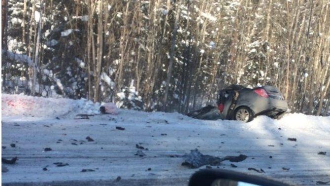 В ДТП с грузовиком в Ломоносовском районе Ленобласти погиб водитель легковушки