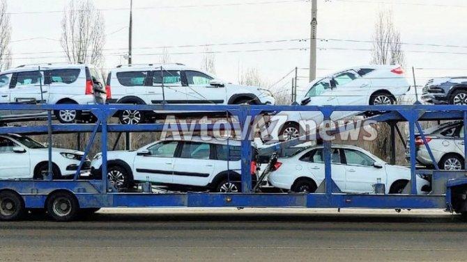 Начались поставки дилерам универсалов Lada LargusFL