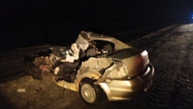От удара грузовика «Опель» разорвало на две части