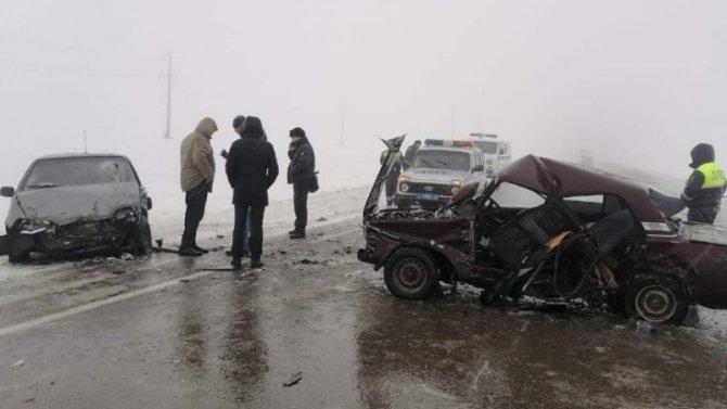 Два ВАЗа круто запилились под Курском, выжили все, нопобедителей нет