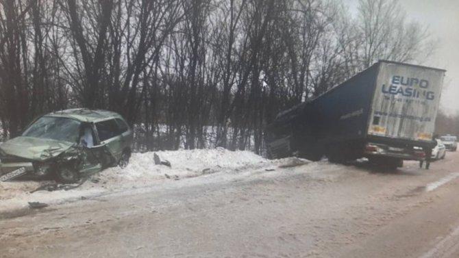 При столкновении фуры слегковушкой вСаратовской области, погиб мужчина