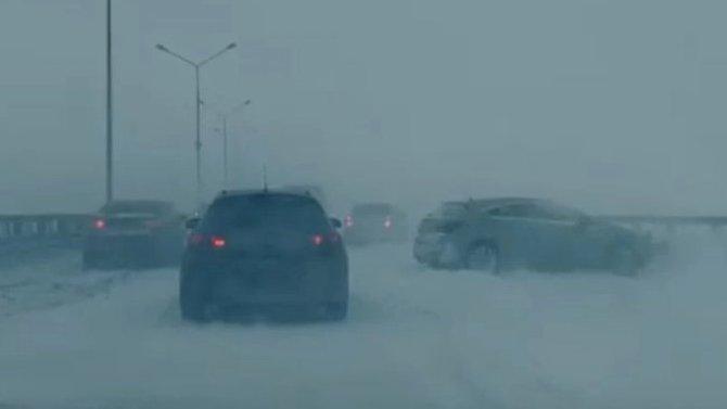 Более 10 машин попали в ДТП на дамбе в Петербурге
