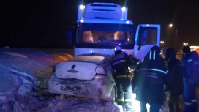 Под Уфой при столкновении сгрузовиком мгновенно погибла семья, втом числе двое детей