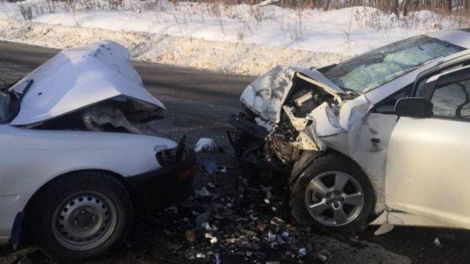 После мощной стыковки двух «Тойот» вПриморье, оба водителя поселились вбольнице