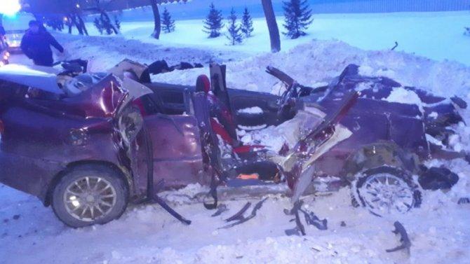 Вовремя столкновения сгрейдером вКемерово, водила отделался травмами, аего пассажирка склеила ласты