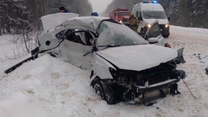 В ДТП с грузовиком в Тверской области погибли три человека