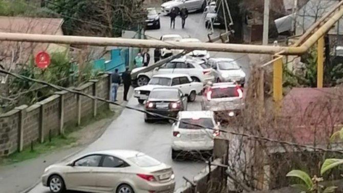 Без электричества оставил водитель-лихач поселок Верхний Юрт Хостинского района Сочи