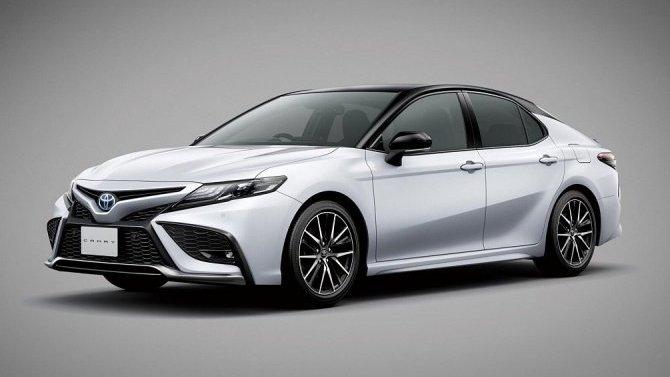 Обновлена японская версия Toyota Camry