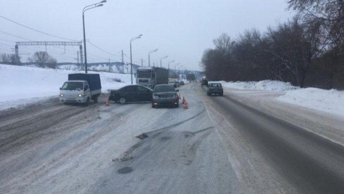 Автоледи в Новокузнецке вздумала задом развернуться посреди оживленного потока