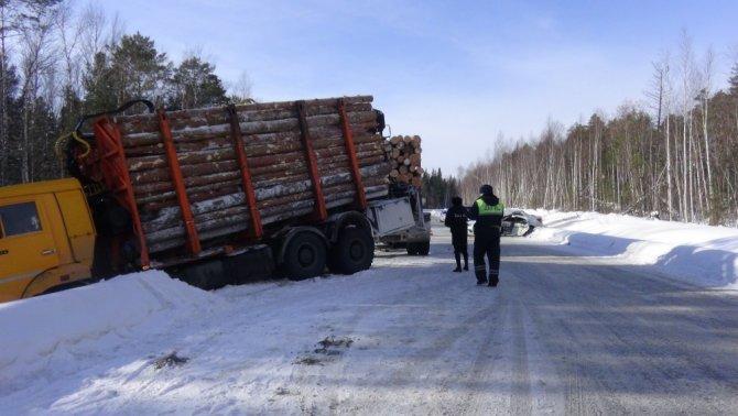 4-летний ребенок погиб в ДТП с лесовозом в Свердловской области (2)