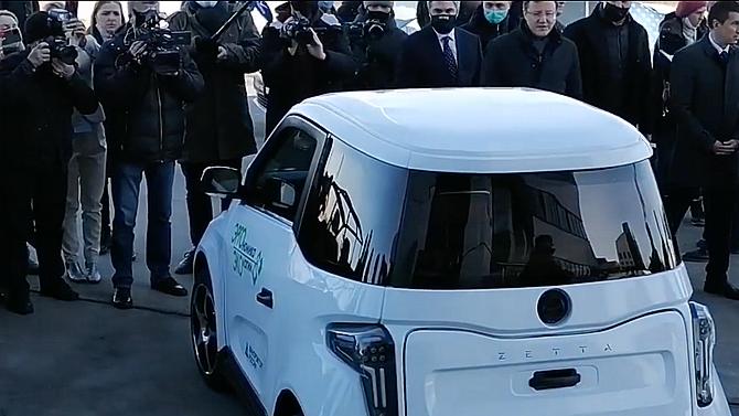 Денис Мантуров посоветовал создателям электромобиля Zetta доработать шумоизоляцию иинтерьер