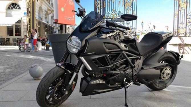Умотоциклов Ducati Diavel проблемы с«точкой опоры»