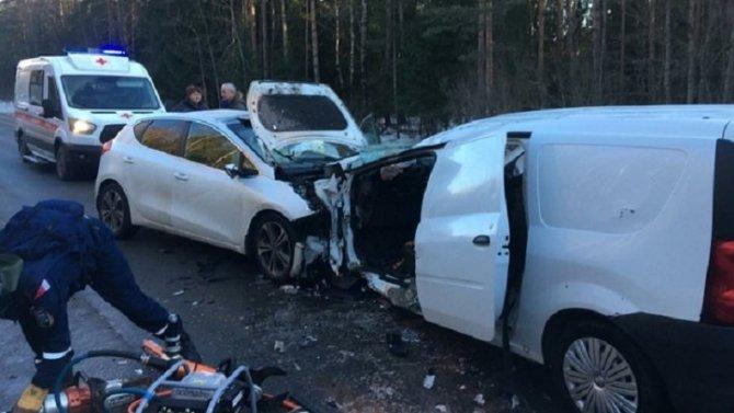 Три человека пострадали в ДТП на Павловском шоссе в Ленобласти