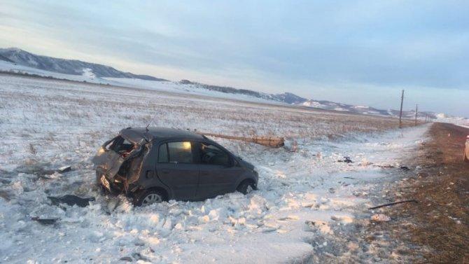 В Хакасии иномарка врезалась в столб – погиб человек