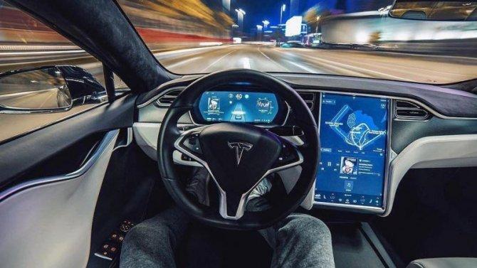 Фирма Tesla скоро откроет подписку насвой автопилот