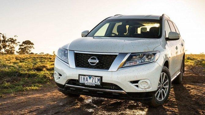 У старых Nissan Pathfinder появилась проблема с оптикой