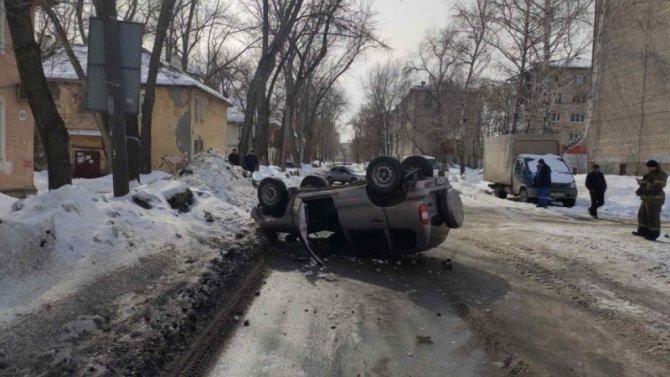 В Самаре опрокинулся автомобиль – водитель погиб