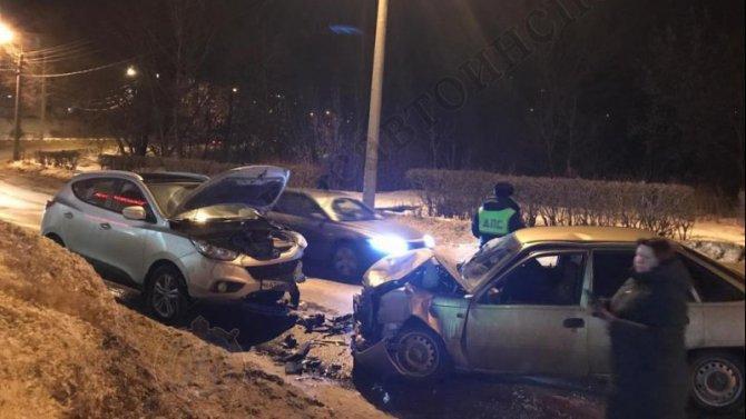 Два человека пострадали в ДТП в Новомосковске