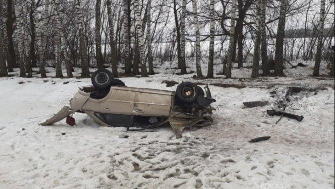 В Курской области опрокинулся автомобиль – пострадал водитель
