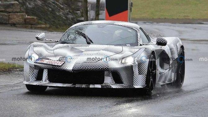 Ferrari тестирует новый спорткар
