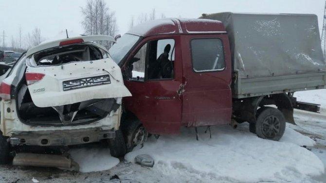В тройном ДТП в Нижневартовском районе погиб водитель