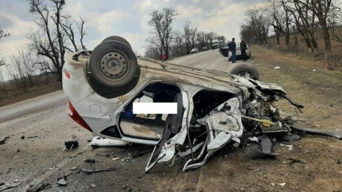 В Ставропольском крае в ДТП с КамАЗом погиб водитель легковушки