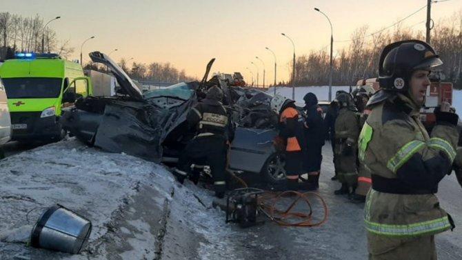 Водитель «Лексуса» погиб в ДТП в Новосибирске