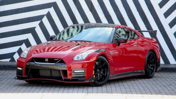 Суперкар Nissan GT-R получит гибридную версию