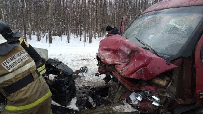 В ДТП в Череповецком районе Вологодской области погибли три человека