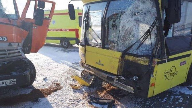 В Норильске в ДТП с автобусом и КамАЗом пострадал человек