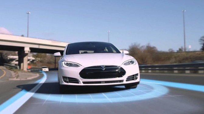Фирма Tesla хочет напорядок увеличить число тестирующих автопилот водителей