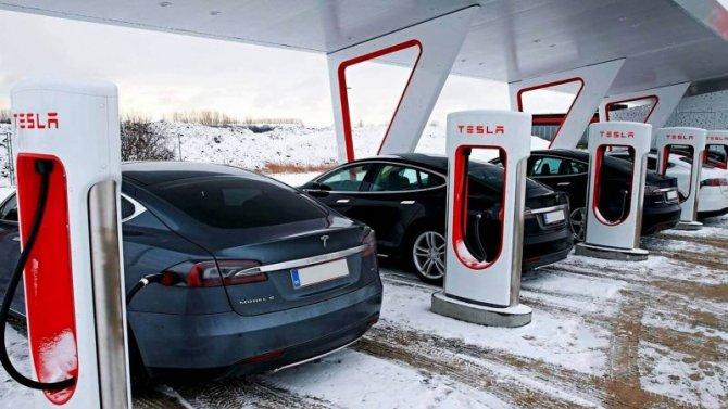 Электромобили Tesla теряют популярность