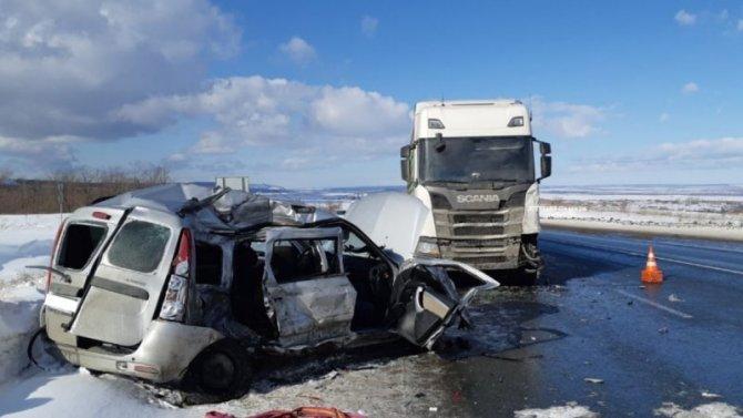 В Красноярском районе Самарской области в ДТП с грузовиком погиб человек