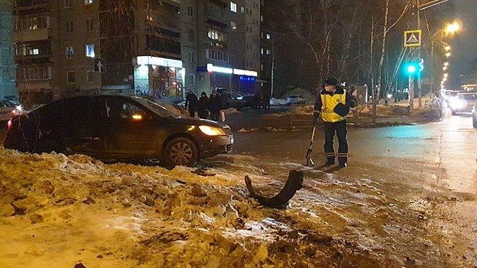 Женщина и 4-летний мальчик пострадали в ДТП в Екатеринбурге