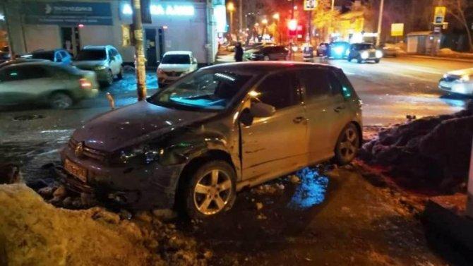 После ДТП в Самаре автомобиль сбил женщину